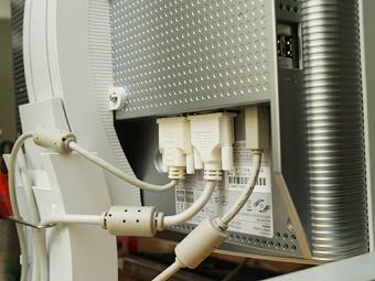 アナログ/デジタル接続のどちらでも可能な2系統入力。