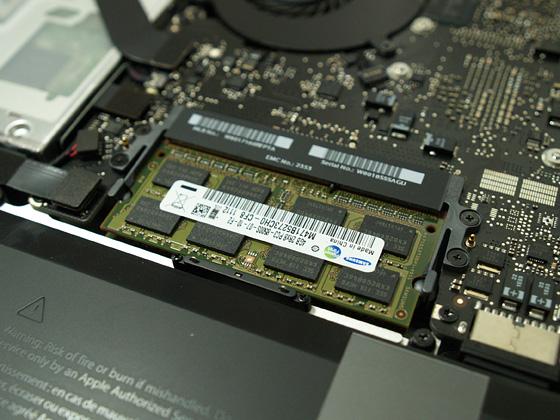 サムスンのメモリ4GB×2を装着