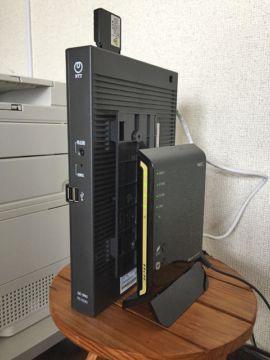 右側の小さい方がプレミアムサービス用Wi-Fiルータ WG1810HP。これを通すことで高速になるとのことです。